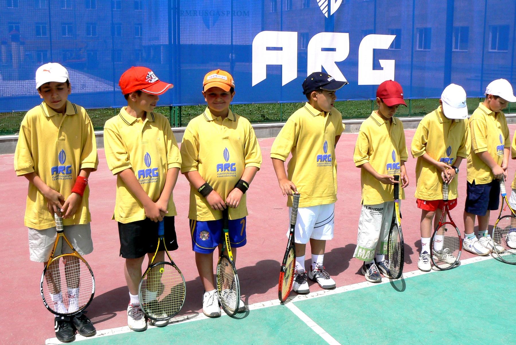 Թենիսի մրցաշարը, որին մասնակցում էին մինչեւ 10 տարեկան 16 տղաներ և աղջիկներ